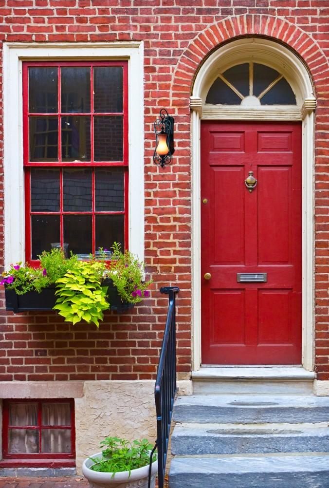 двери входные для кирпичного дома